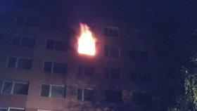 Rodinu z bytu v Praze 2 vyhnal požár: Dvě osoby se zranily