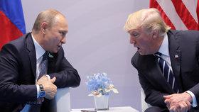 """Moskva hrozí """"bolestivou odpovědí"""". Nové sankce USA proti Rusku straší i EU"""