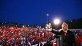 """Erdogan chce """"srazit hlavy"""" strůjcům puče. Turci mají obnovit trest smrti"""
