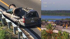 Obří trubka z kamionu zničila osobní auto za ním. Řidič měl velké štěstí