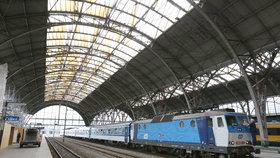 Ani miliarda nestačila: Do haly pražského hlavního nádraží opět zatéká, čeká ji rekonstrukce