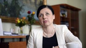 Ženy chybí v politice i ve vedení firem, tvrdí Jourová. Chce smazat rozdíly v platech