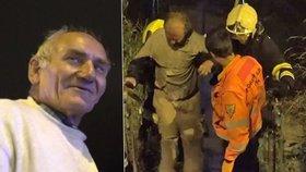 Policisté v noci tahali z Vltavy muže v pyžamu. Život mu zachránil bezdomovec