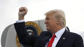 Trump se raduje: Debatu o zrušení Obamovy zdravotní reformy těsně schválil Senát
