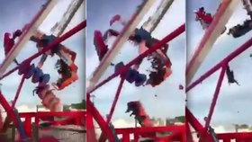 Video z tragédie na pouti: Urvala se atrakce plná lidí, nejméně jeden mrtvý