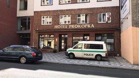 Sebevražda muže (†24) a ženy (†30) v hotelu na Žižkově: Cizinci spolykali prášky