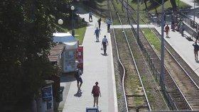 Horko v Brně: Pod vlivem teplot se kroutí i koleje!
