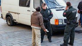 Kopance, pěsti a rány holí: Čech si stěžuje, že ho surově zbila slovenská policie