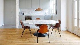 Stylový byt v Paříži zdobí dřevo, beton a úlomky dlaždic