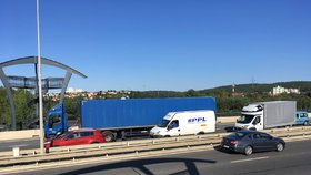 Ucpané Lahovice i Evropská. Uzavírky ve velkém komplikují dopravu