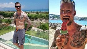 Moderátor Vágner do půl těla: Hrudník jedno velké tetování!