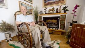 """U Jakeše v obýváku. Papaláš slaví 95 let a říká: """"Rozkradli zemi. Revoluce nám ublížila"""""""