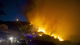 Požár vyhnal z Korsiky turisty. Na ostrově evakuovali tisíc lidí