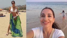 Kuklová po rozchodu dráždí plným dekoltem! S kým si užívá na pláži?