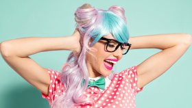 Test růžových, stříbrných a modrých barev na vlasy z drogerie: Jak rychle se vymývají?
