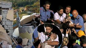 Po zemětřesení v Itálii vytáhli z trosek živé miminko (7 měs). Dva lidé při otřesech zemřeli