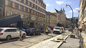 Práce na Národní třídě finišují: Koncem září budou chodníky i místa k parkování hotové