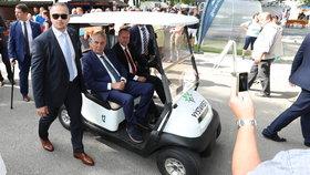 """""""Cítím se lépe."""" Invalidní vozík Zeman odmítá a promluvil o panácích alkoholu"""