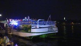 Party pro ženu (30) předčasně skončila: Spadla z parníku přímo do Vltavy