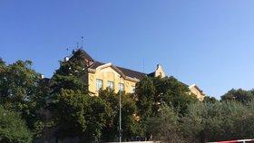 Chátrající školu v Praze 10 radnice zachrání: S opravami by se mohlo začít do tří let