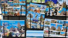 Papírovým pohlednicím ještě neodzvonilo? Češi na ně nedají dopustit hlavně o prázdninách