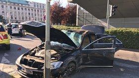 Mercedes na šrot! Řidič boural u nájezdu na magistrálu