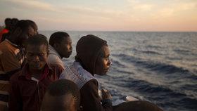 Libye najala proti migrantům milice. Itálie tleská