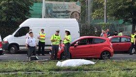Tragédie ve Vršovicích: Muže (†75) tam srazilo auto, zůstal ležet na kolejích