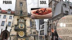 V Soulu stojí Staroměstská radnice i s orlojem ve skutečné velikosti! Vaří vepřové knedlo i svíčkovou s typickým českým chlebem (knedlíky)