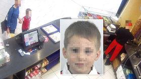 Rodiče, pozor! Blondýna odvlekla 4letého chlapce z nákupního centra