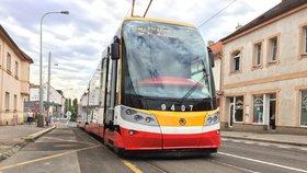 Útok fotbalových fanoušků v MHD byl poslední kapka: Praha přidá kamery do autobusů a tramvají