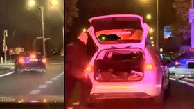 Bez řidičáku s dětmi v autě ujížděl policistům: Při nehodě jedno vážně zranil