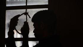 Každý den spáchají sebevraždu 4 Češi. Jsme na tom hůř než zbytek Evropy