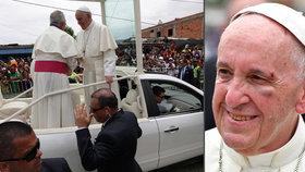 Papež František má monokl a roztržené obočí: V papamobilu se uhodil o sloupek