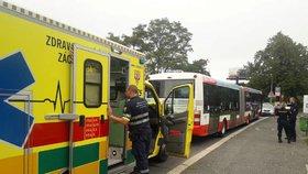 Řidiče autobusu MHD napadl cestující: Zbil ho berlemi