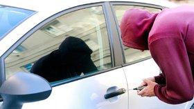 Čech (39) řídil mezinárodní gang zlodějů luxusních aut. Policie skupinu rozbila