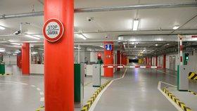 Kapacita pro rezidenty je plná, hlásí Praha 7 o garážích na Letné. Chce zpřístupnit další místa