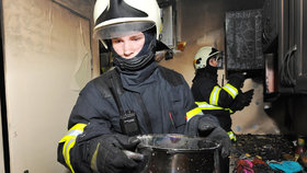 Příprava oběda skončila požárem: Pražští hasiči zjistili, že šlo o nedbalost