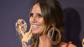 I Heidi Klum potřebuje čas před zrcadlem! Jak se slavná kráska líčí na galavečer?