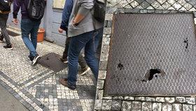 V centru Prahy se rozpadá poklop na chodníku: Není jasné, kdo za to vlastně může