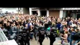 840 zraněných, brutalita policie a tekoucí krev: Katalánsko volilo v referendu o odtržení