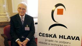 Zemřel uznávaný vědec Delong (†92). V Česku zavedl elektronovou mikroskopii