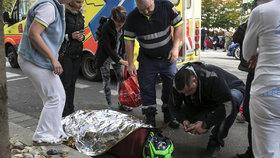 """Motorkář machroval jízdou po zadním kole: V Holešovicích stroj """"položil"""""""