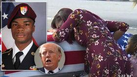 Těhotná vdova plakala nad rakví vojáka. Věděl, do čeho jde, řekl prý netaktně Trump