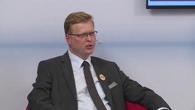Bělobrádek terčem soupeřů: Hájí ještě české zájmy, nebo už jen ty německé?