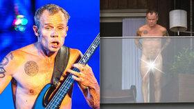 Naháč Flea z Red Hot Chili Peppers: Na balkoně vystavil svoji papričku