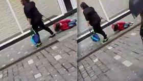 Žena táhla ulicí dítě na vodítku po zemi: Kolemjdoucí byli zděšeni