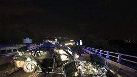 Nehoda uzavřela dálnici z Prahy na Slaný: Bavorák je na odpis