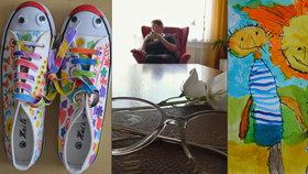 Senioři a děti z mateřinky tvoří společně boty. Chtějí zničit generační propast