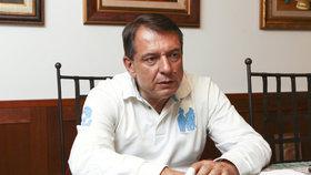 """Paroubek chce znovu funkci předsedy ČSSD. Odmítá, že byl """"žábou na prameni"""""""